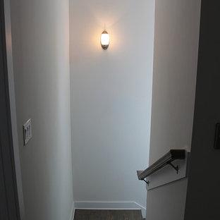 ジャクソンビルのトロピカルスタイルのおしゃれな階段の写真