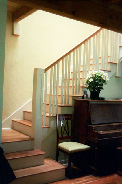 Traditional Staircase by James Hill Architect, AIA