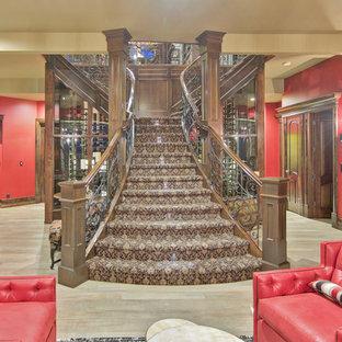 Modelo de escalera en U, rústica, grande, con escalones enmoquetados y contrahuellas enmoquetadas
