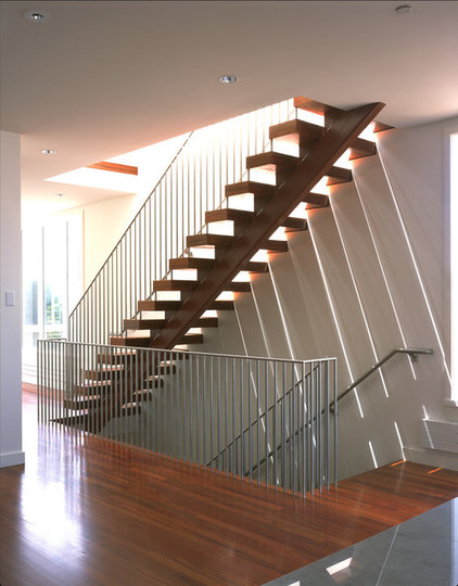 modern staircase by Jensen Architects
