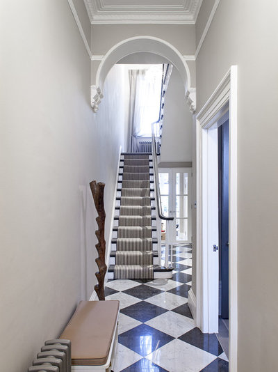Traditional Staircase by MH Costa Construction Ltd