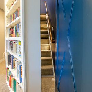 グランドラピッズのカーペット敷きのカントリー風おしゃれな直階段 (カーペット張りの蹴込み板) の写真