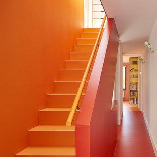 Свежая идея для дизайна: прямая лестница среднего размера в современном стиле - отличное фото интерьера