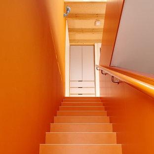 Modelo de escalera recta, contemporánea, de tamaño medio