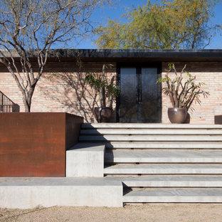 Стильный дизайн: прямая лестница в стиле модернизм с бетонными ступенями и бетонными подступенками - последний тренд