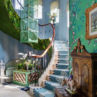 Eklektisk inredning av en trappa