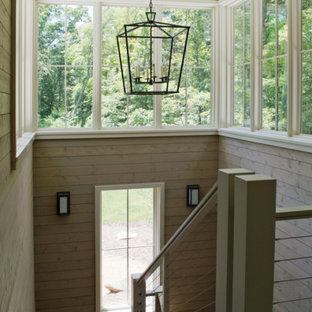 Ejemplo de escalera en L y madera con escalones de madera, contrahuellas de metal, barandilla de varios materiales y madera