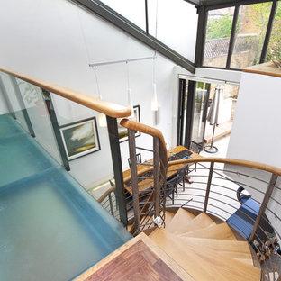 ロンドンのコンテンポラリースタイルのおしゃれならせん階段の写真