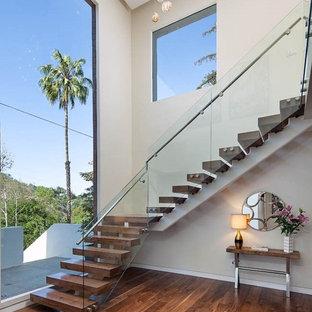 Imagen de escalera en L, contemporánea, de tamaño medio, con escalones de metal y contrahuellas de madera