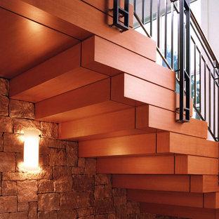 Idee per una scala contemporanea con pedata in legno