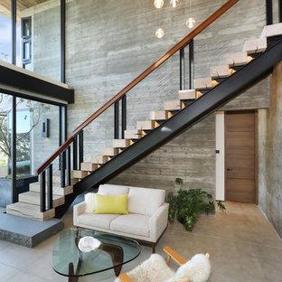 Modelo de escalera en L, contemporánea, con escalones de madera y barandilla de cable