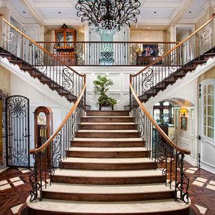 Idéer för medelhavsstil trappor, med sättsteg i trä