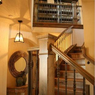 ボイシのサンタフェスタイルのおしゃれな階段の写真