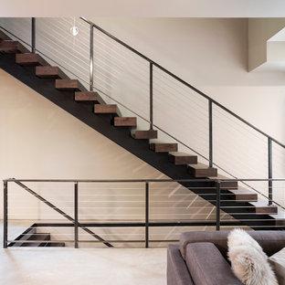 Idee per una piccola scala sospesa minimalista con pedata in legno e nessuna alzata