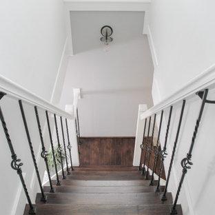 Diseño de escalera en L, marinera, pequeña, con escalones de madera, contrahuellas de madera y barandilla de varios materiales
