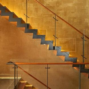 Diseño de escalera moderna con escalones de madera