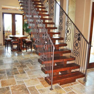 Example of a minimalist staircase design in Austin