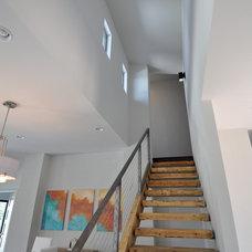 Contemporary Staircase by ísARK Studio