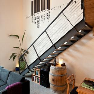 Idee per una scala a rampa dritta industriale con pedata in legno e nessuna alzata