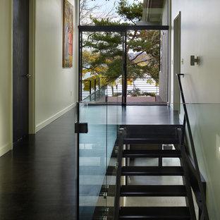 Foto de escalera minimalista sin contrahuella