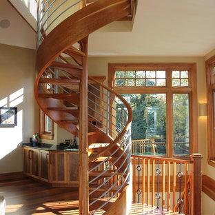 Modelo de escalera de caracol, tradicional renovada, extra grande, sin contrahuella, con escalones de madera y barandilla de varios materiales