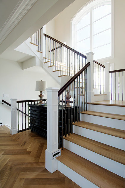 Traditional Staircase by Laratta Homes Ltd