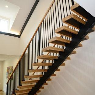 Foto de escalera suspendida, campestre, con escalones de madera