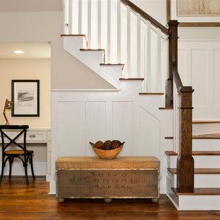 Foto de escalera en U, costera, de tamaño medio, con escalones de madera