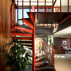 Contemporary Staircase by LEANARCH Inc.