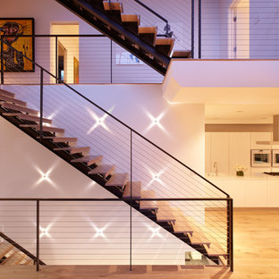 Staircase - modern staircase idea in Los Angeles
