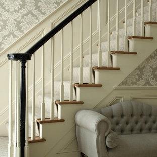 Foto de escalera recta, tradicional renovada, de tamaño medio, con escalones enmoquetados y contrahuellas enmoquetadas
