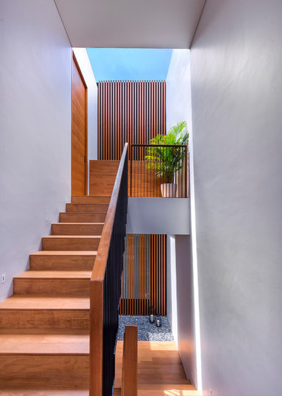 Contemporary Staircase by Ming Architects