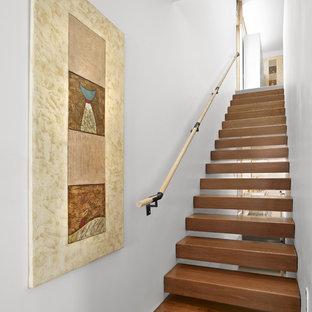 Imagen de escalera suspendida, minimalista, sin contrahuella