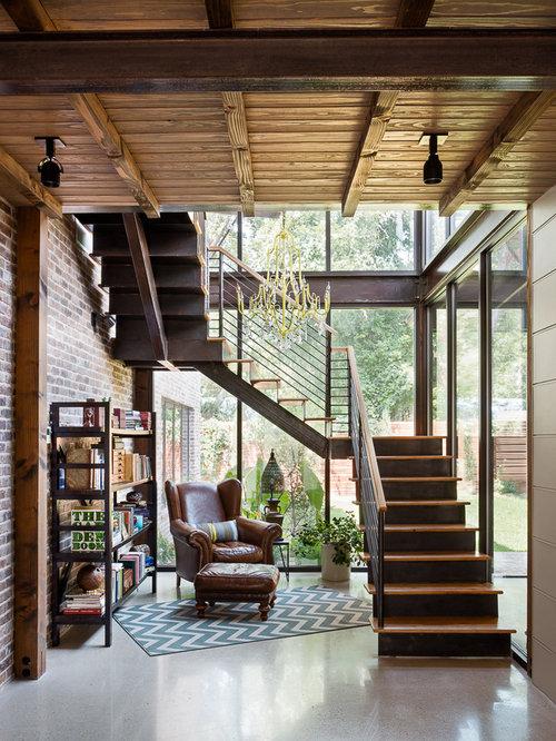 ejemplo de escalera rstica con escalones de madera y de metal