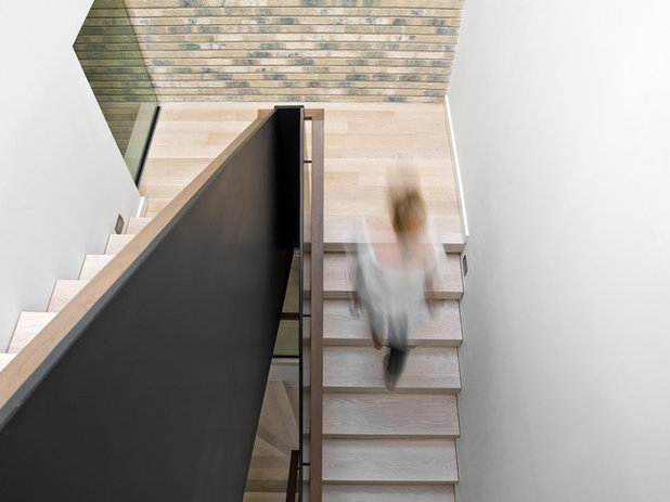 Contemporary Staircase by Searl Lamaster Howe Architects