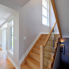 modern staircase by Cedarstone Homes Limited