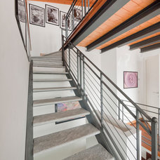Modern Staircase by Liadesign