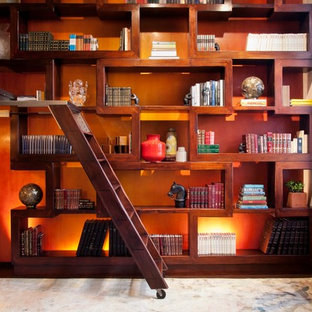 Diseño de escalera contemporánea, pequeña, sin contrahuella, con escalones de madera