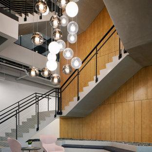 Idéer för mycket stora funkis u-trappor i trä, med sättsteg i trä och kabelräcke