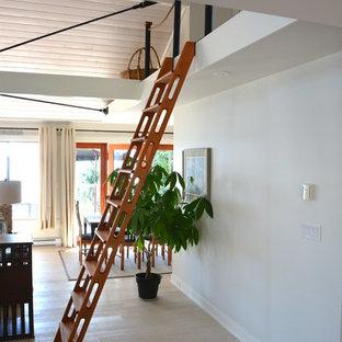 Diseño de escalera recta, marinera, pequeña, sin contrahuella, con escalones de madera