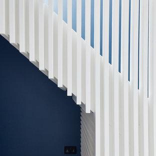ロンドンのコンテンポラリースタイルのおしゃれな階段の写真