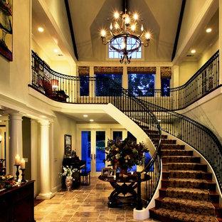 サンフランシスコのトラディショナルスタイルのおしゃれな階段の写真