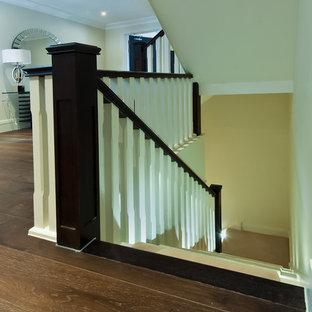 ケンブリッジシャーの中サイズのフローリングのコンテンポラリースタイルのおしゃれなかね折れ階段 (フローリングの蹴込み板) の写真