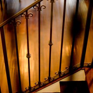 マイアミの大きいヴィクトリアン調のおしゃれな階段の写真