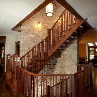 Foto de escalera en L, de estilo americano, grande, con escalones de madera y contrahuellas de madera