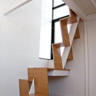 Immagine di una scala minimalista