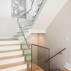 Contemporary Staircase by Architrix Design Studio Inc.