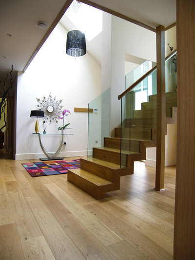 Contemporary Staircase by Southpoint