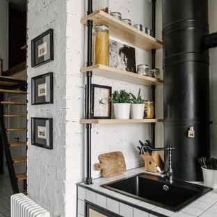 Foto de escalera recta, industrial, pequeña, sin contrahuella, con escalones de madera