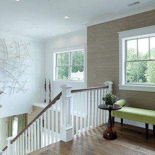 Foto de escalera recta, de estilo de casa de campo, de tamaño medio, con escalones de madera, contrahuellas de madera pintada y barandilla de madera